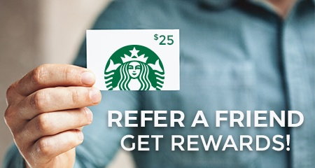 Person holding a Starbucks giftcard